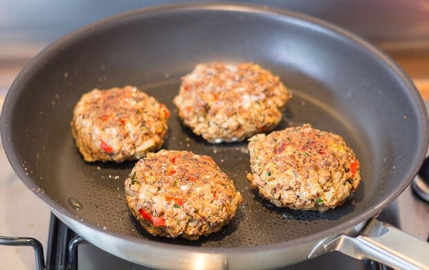Easy tasty homemade Quorn burgers recipe. An ideal vegetarian meat substitute for you or your vegetarian friends cooked on your stove, or on your BBQ.