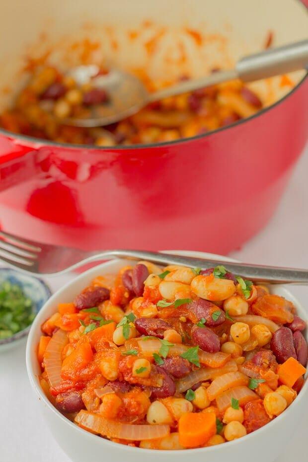 This bean and tomato stew recipe is an easy, delicious family one pot solution for when you really need a quick healthy meal on the table yesterday! High in dietary fibre and bursting with a tomato and bean flavour, it's sure to satisfy those hungry mouths.