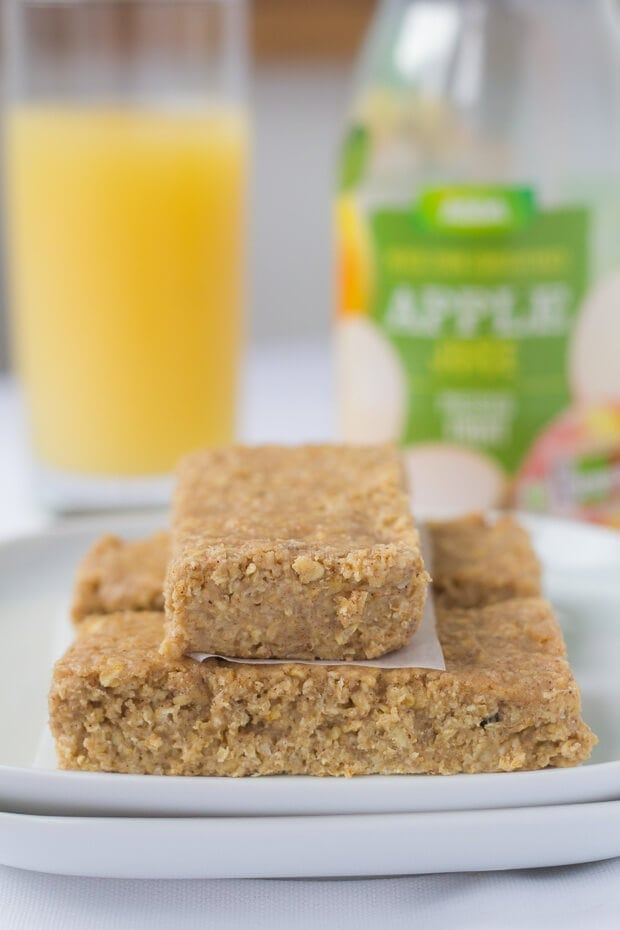 These delicious no bake apple and cinnamon oat bars could not be easier to make. You'll just love the chewy texture combined with the sweet taste of apple and hint of cinnamon. They're really filling and great for those of us on the go, helping to provide a much needed energy boost!