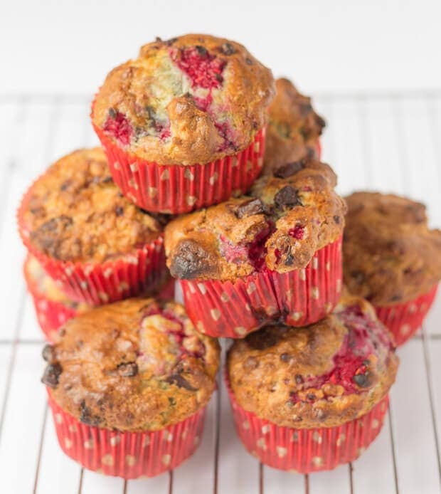 Dark chocolate raspberry muffins. Made with delicious fresh raspberries, combined with teasing little pieces of dark chocolate and with a sensational moist centre. And all that for only 200 calories each!