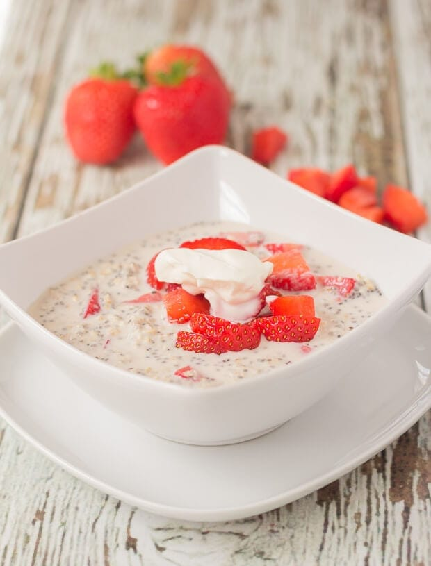 Strawberry chia overnight oats is a delicious creamy tasting healthy breakfast. This sweet tasting nutritious breakfast will ensure you have a great start to the day. And a filling one too!