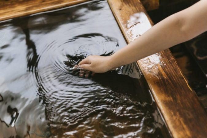 お風呂に塩を入れる塩風呂の効能とやり方!浴槽はサビで痛む?
