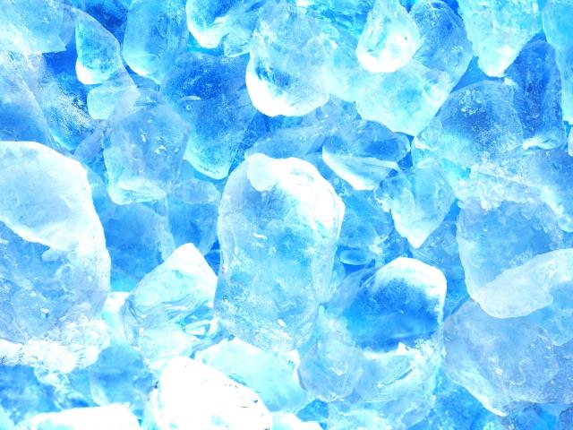 透明で溶けにくい氷は家で作れる!白くなる理由コンビニ並に作る方法