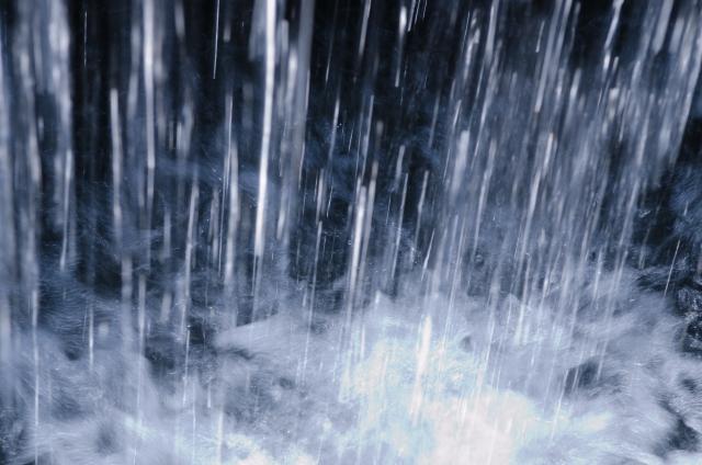 大雨特別警報が発表されたらどうすればいいの?取るべき行動リスト!