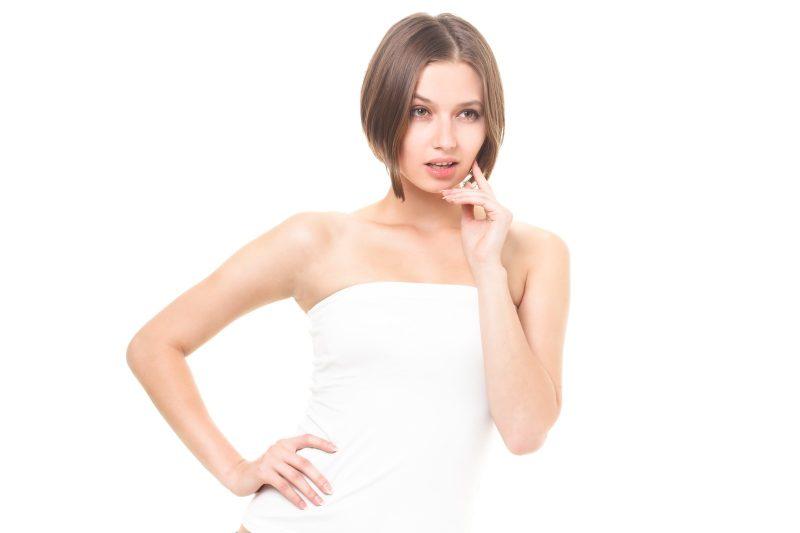 秋の抜け毛はいつまで続く?髪の毛が抜ける女性特有の原因とは?