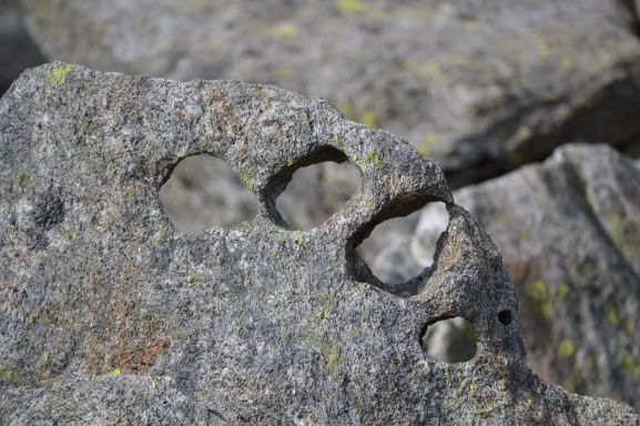 Kul stein i ura. Foto: Stine Lystad