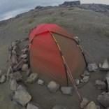 Nedsanda og nedsteina telt