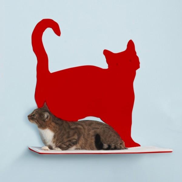 140503CatShelf03 600x600 - 猫シルエットの前に猫がたたずむ、壁掛けシェルフ