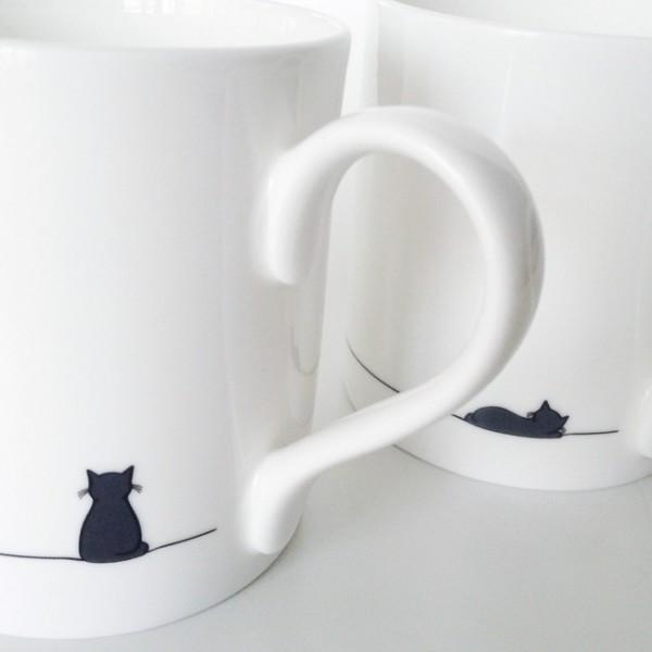 140606catmug01 600x600 - 黒猫のマグカップ、さり気なく座ったり眠ったり