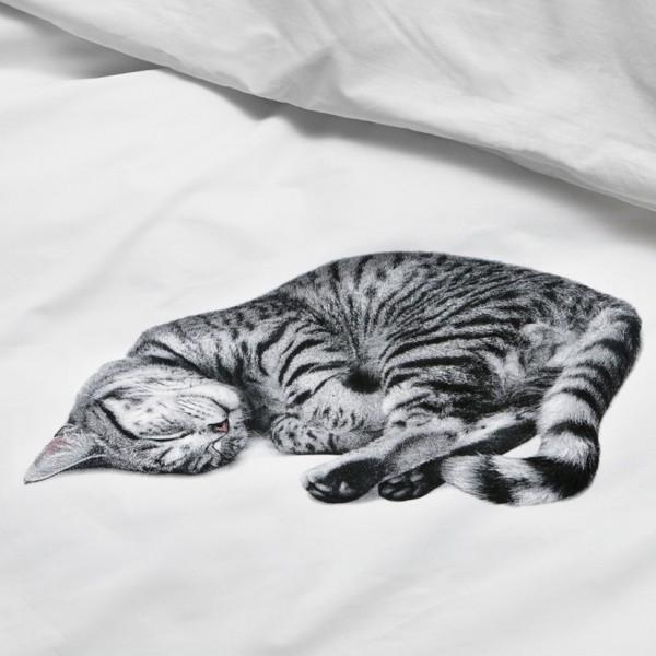 140628catcover01 600x600 - 猫と一緒に夢を見る、そんな願いを叶えるベッドカバー