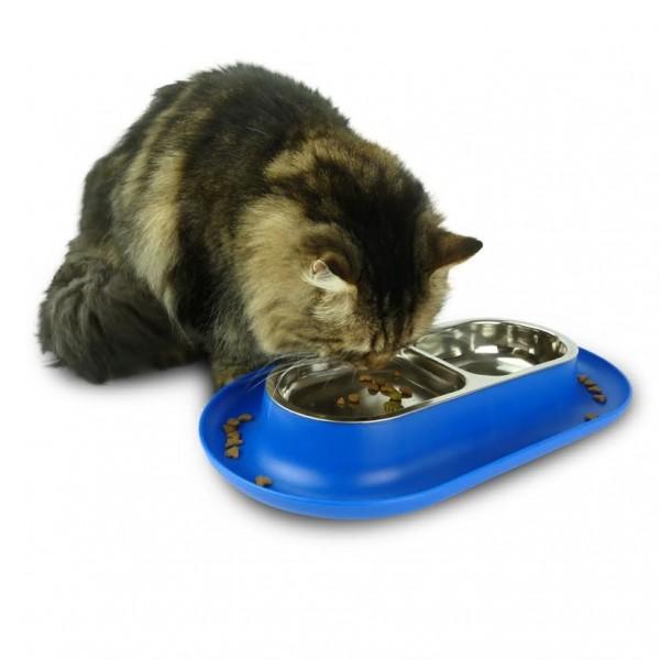 131009hepper03 600x600 - 真面目な顔の猫、モダンなドーム型猫ベッドにぽっかり浮かぶ