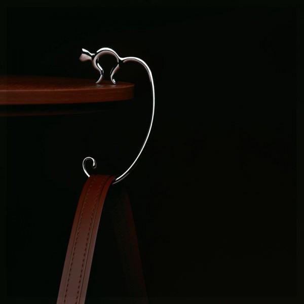 141216minou02 600x600 - テーブルフックの銀猫、品良くバッグをシッポに絡める