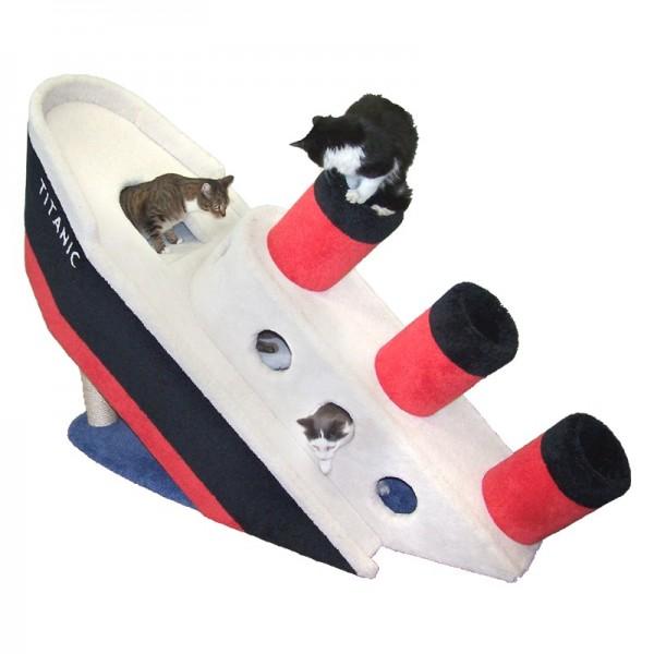 150329Titaniccat02 600x600 - 船首をもたげたタイタニック、猫たち遊ぶ隠れ家になる