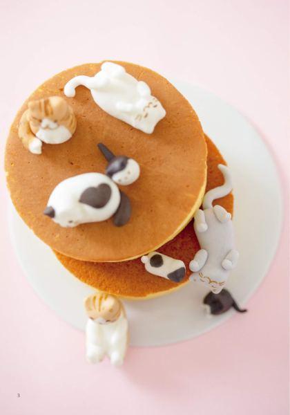190302cat02 420x600 - パンケーキをベッドに寝転ぶ菓子の猫、よりどりみどりの猫スイーツ本