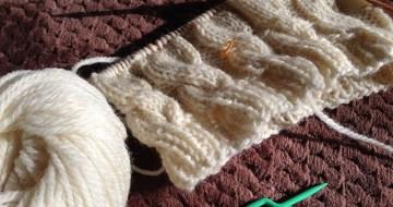 編みかけのダカラちゃん帽子大人用
