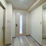 玄関と洋室の間の扉
