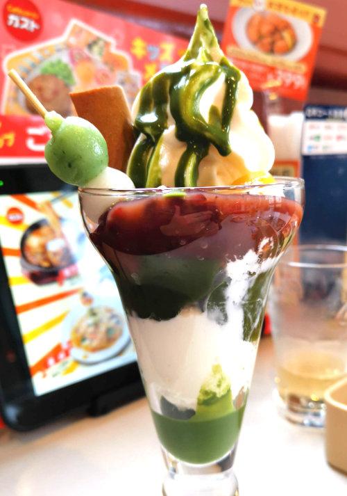 ガストの北海道ソフトと八ッ橋の宇治抹茶パフェ