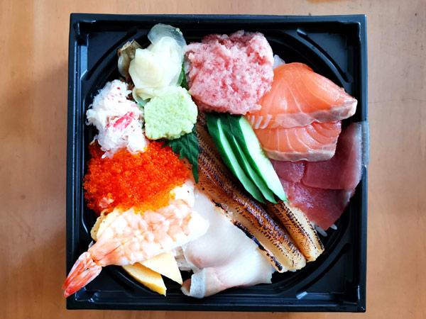 海鮮こぼれ丼(1,058円)