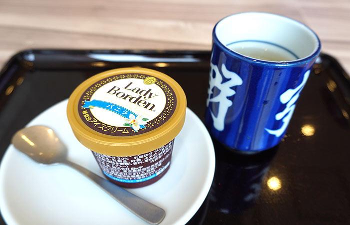 吉野家の株主優待券を使って夏季限定の「レディーボーデンカップアイス」をテイクアウト。クーポンの紹介など。