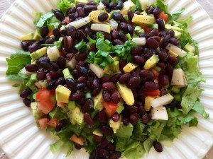 DHEAを増やす食品黒豆を使ったサラダ