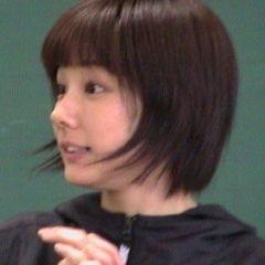 2001年の吉田羊さん(画像引用:http://www.types.jp/06/report/0401/photo/23.jpg)