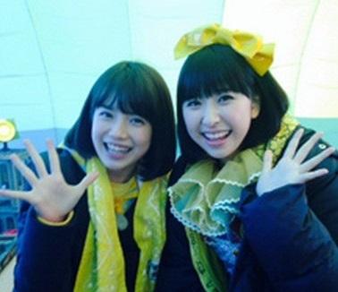 大好きなとツーショット(画像引用:http://livedoor.blogimg.jp/yasutomodaisuki/imgs/b/b/bbca3a8d.jpg)