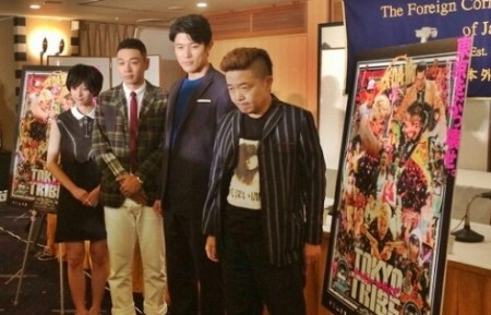 映画の記者会見を英語でスピーチをおこなった鈴木亮平(画像引用:http://stat001.ameba.jp/user_images/20140808/15/suzuki-ryohei/d4/6b/j/o0700048013028259936.jpg)