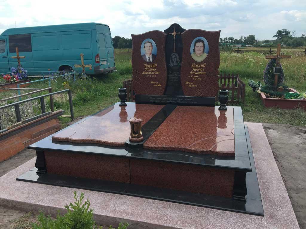 подвійні памятники в червонограді