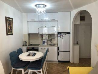 Dvosoban stan pored fakulteta u Budvi