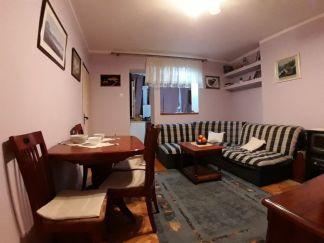 Izdajem manji dvosoban stan na Cetinju