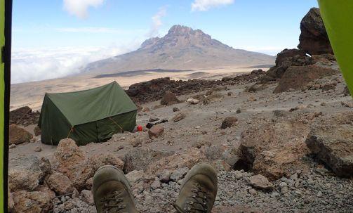 School Hut - Blick aus meinem Zelt auf den Mawenzi
