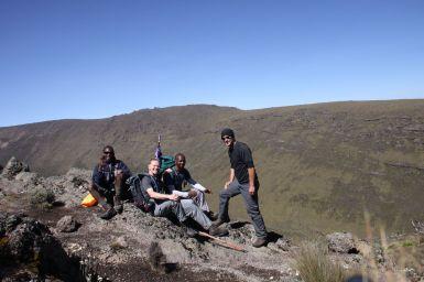 Auf dem Grat zum Liki Valley, vlnr: Benny, Ich, Michael und Christian