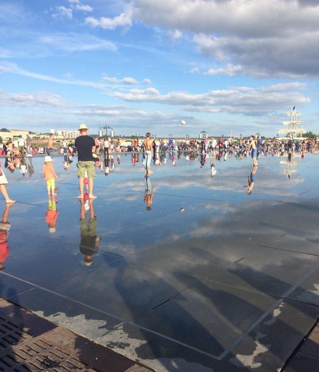 Miroir d eau l ete a bordeaux - City Guide Bordeaux - Blog Bordeaux Ne le dites a Personne #Bordeaux #CityguideBordeaux #MiroirdeauBordeaux