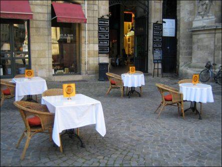 Terrasse place Mably - Anys tea Bordeaux - Restaurant kids friendly Bordeaux - 5 terrasses bordelaises a faire en poussette - Blog Bordeaux Ne le dites a personne #anysteabordeaux #anystea #terrassebordeaux #restaurantbordeaux #blogbordeaux #blogmaman #neleditesapersonne #bordeaux