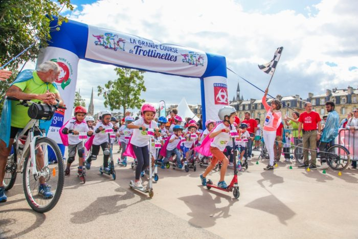 Top départ - La Grande Course de Trottinettes a Bordeaux - Blog Maman Ne le dites a personne #bordeaux #bordeauxkidsfriendly #grandecoursedetrottinettes #blogmaman