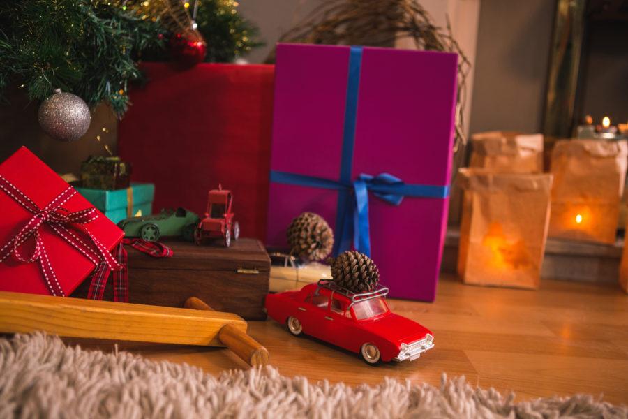 Voiture cadeau de noël - Lettre au père noël papa vs maman - Blog parental Ne le dites à Personne #noël #noël2018 #cadeauxdenoël #blogmaman #blogparental #neleditesapersonne