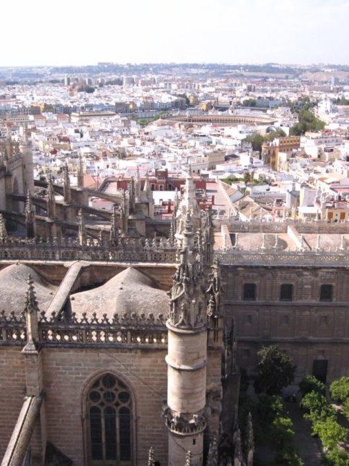 Vue de la Cathédrale de Séville en Espagne_Meilleures destinations au départ de Bordeaux en Espagne- Blog Bordelais Ne le dites a personne #cathedraleseville #nortedamedusiege #seville #weekendenespagne #weekendaseville #blogvoyage
