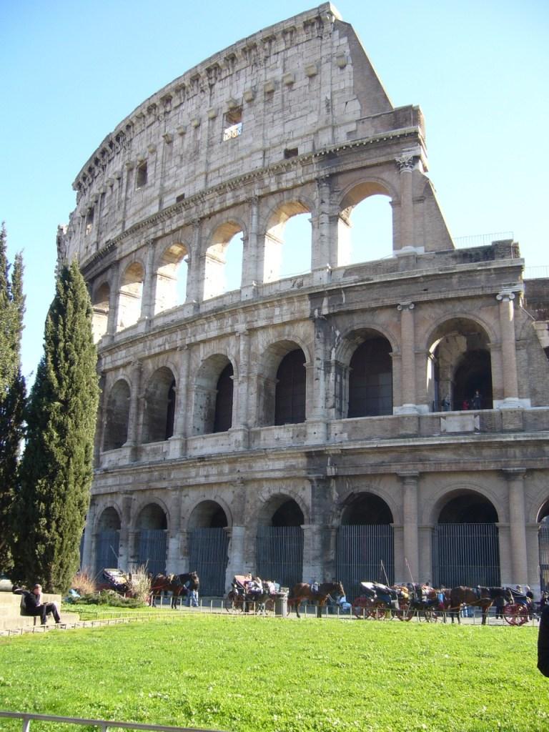 Colysée de Rome_Ou partir en week-end au départ de Bordeaux en Italie - Blog Bordeaux Ne le dites a personne #rome #visiterrome #weekendarome #romedepuisbordeaux #blogvoyage