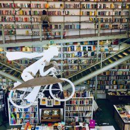 LX Factory Librairie à Lisbonne - Ou partir en week-end depuis Bordeaux en vol direct et que voir à Lisbonne - Blog Bordelais Ne le dites a personne #lxfactory #lisbonne #librairie #weekendlisbonne #bordeaux #blogbordeaux