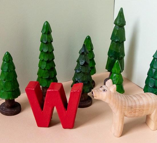 """Geschnitztes Tier zum Tiergedicht """"W wie Wolf"""""""