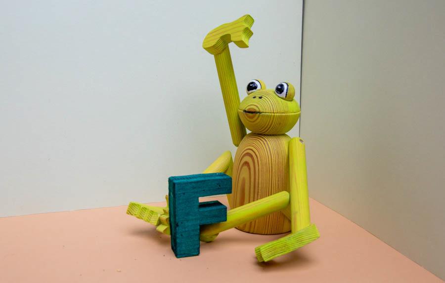 """Gedrechseltes Tier zum Tiergedicht """"F wie Frosch"""""""