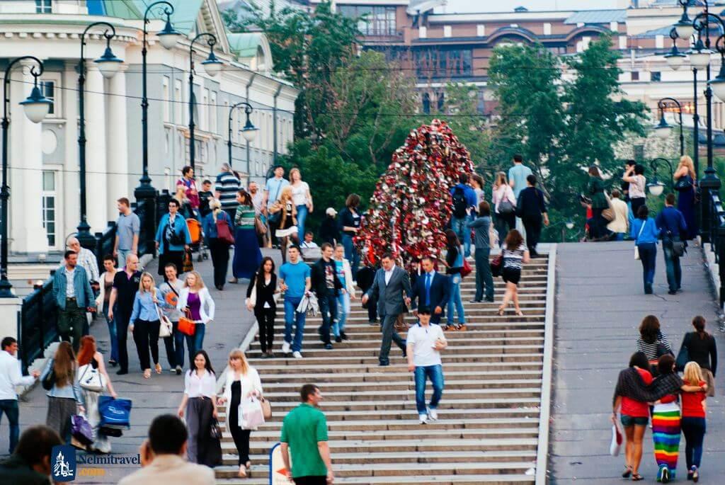 Luzhkov Bridge; Luzhkov Bridge Moscow; Tourist Attractions in Moscow; Nelmitravel;