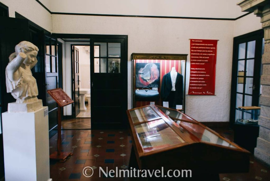 The first room inside the museum.