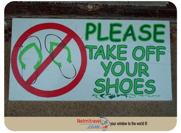 Thai Customs, Take shoess off in Thailand,Thai Buddhism;Thailand Guide,Thailand Information,Visit Thailand