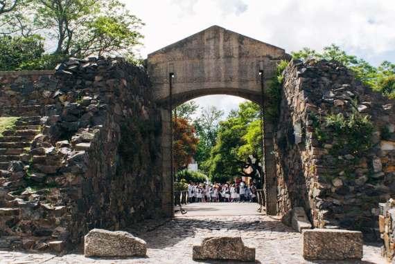 Nelmitravel.com;Puerta de Campo, Puerta de la Ciudadela en Colonia; Places to visit in Colonia del Sacramento,Drawbridge Colonia del Sacramento; Puerta de Campo Colonia del Sacramento;