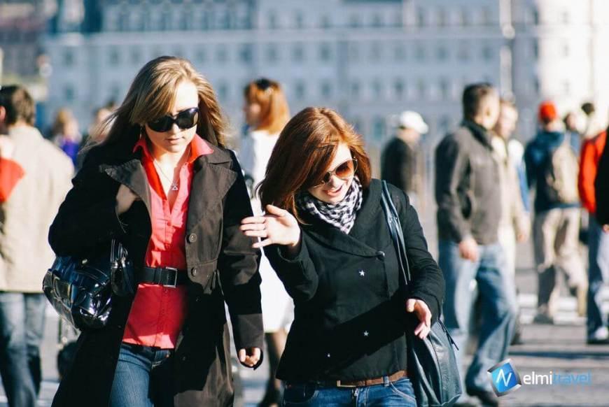 Nelmitravel; Travel buddy online; Female travel buddy; Tourlina; Female solo travel;
