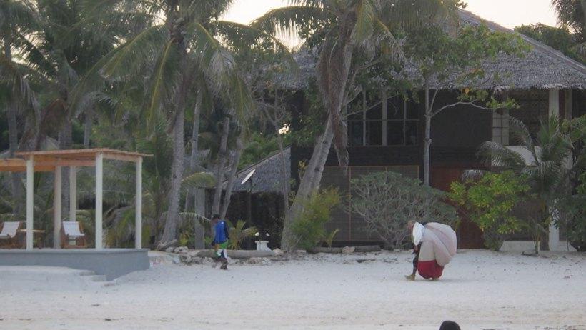 Skydive landing on Kota Beach Resort