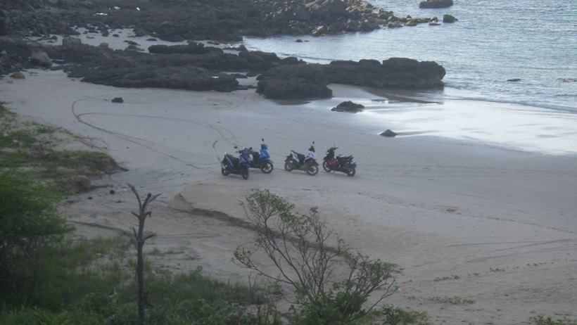 Scooters on Nacpan Beach