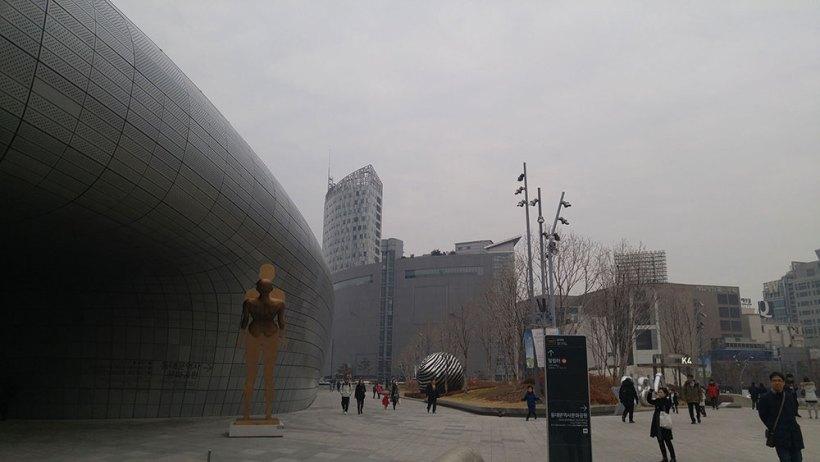 Sightseeing in Dongdaemun Design Plaza