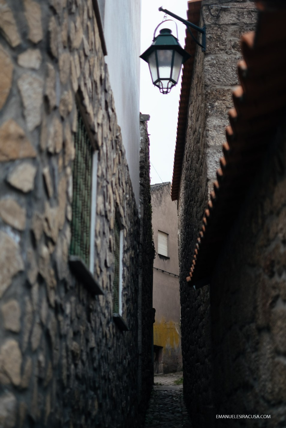 A narrow lane in Belmonte, 2016 - photo by Emanuele Siracusa for Nelson Carvalheiro Travel & Food and Centro de Portugal